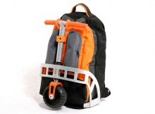 foldable-kick-scooter-backpack-gustavo-brenk_13